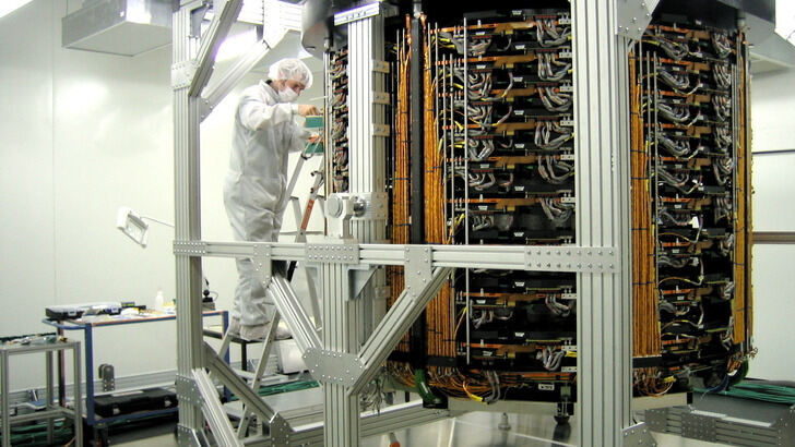 Alexander Linn working at the CMS Tracker Endcap